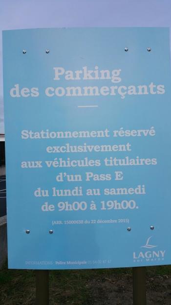 Parking commerçants 1